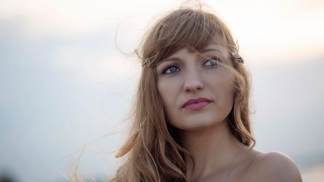 Wiatr we włosach... - Nadmorska, stylizowana sesja kobieca w stylu boho / Gdańsk