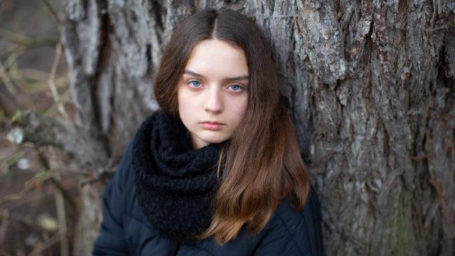 Naturalna sesja portretowa / Sesja artystyczna / Portret w plenerze / Sesja dla nastolatków / Nostalgicznie / Dziewczyna / Sesja fotograficzna jesienna
